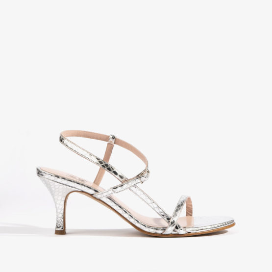sandalia plata destalonada con grabado de serpiente joni shoes 18809 detalle 2