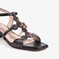 sandalos en color negro y detalles confeccionados en serpiente multicolor joni shoes 18052