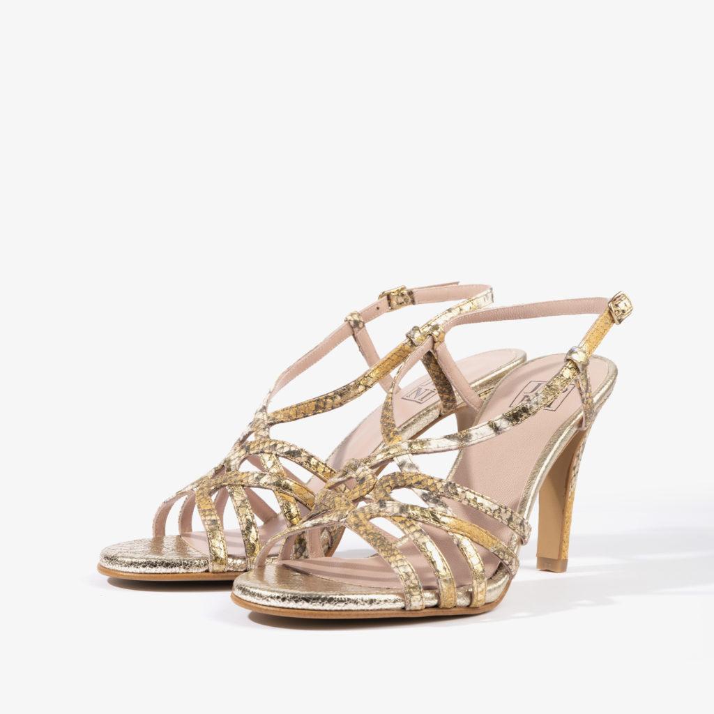 sandalia con detalles en serpiente en tonos dorados joni shoes 18167