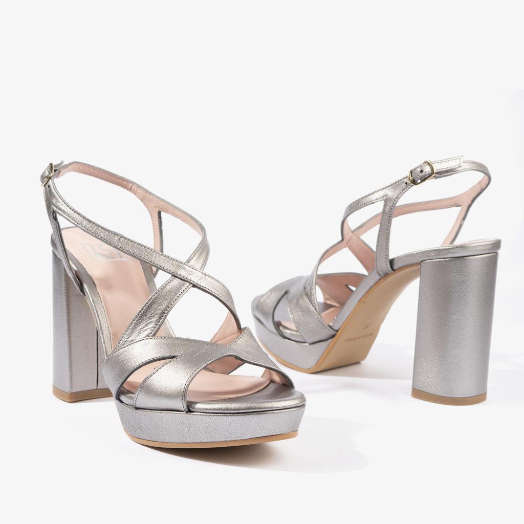 sandalia plateada 18203 en color plata