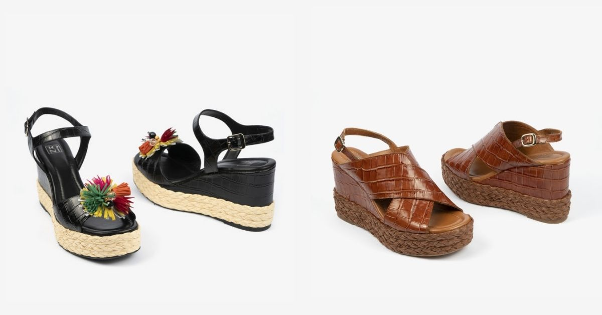 Como primera opción os mostramos unas sandalias con cuña negras con detalles florales y marrones, perfectas para los eventos. Ambas cuentan con detalles en esparto.